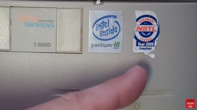 """RetroPC - Der Fujitsu-Siemens PC """"T-Bird"""" aus dem Jahr 2000 - NSTL-Logo Year 2000 Compliant """"Jahr 2000 kompatibel"""""""