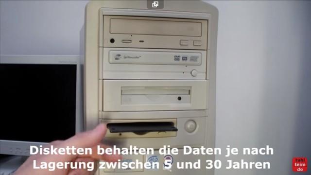 """RetroPC - Der Fujitsu-Siemens PC """"T-Bird"""" aus dem Jahr 2000 - 1,44MB Diskettenlaufwerk mit 100MB ZIP-Laufwerk und CD-Brenner"""