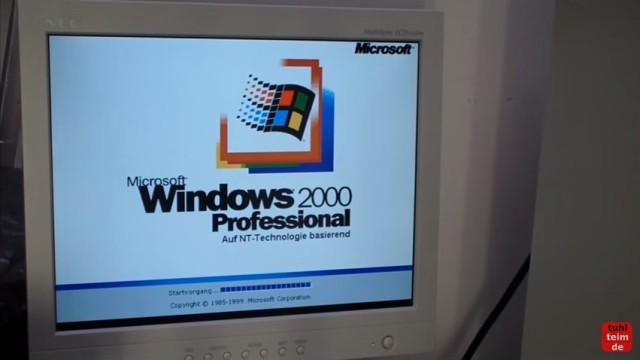 """RetroPC - Der Fujitsu-Siemens PC """"T-Bird"""" aus dem Jahr 2000 - Windows 2000 Professional Bootscreen (auf NT-Technologie basierend)"""