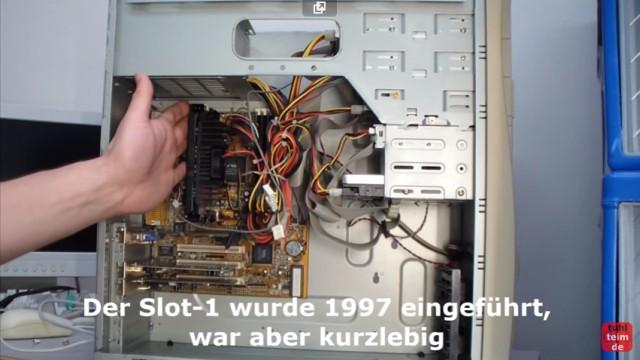 """RetroPC - Der Fujitsu-Siemens PC """"T-Bird"""" aus dem Jahr 2000 - Mainboard mit Intel Pentium III Prozessor im Slot 1"""