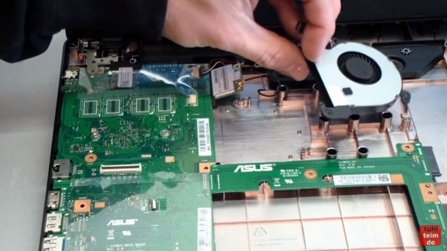 Asus X540s öffnen und auseinanderbauen SSD einbauen Bios starten Lüfter + Akku wechseln - Lüfter ausgebaut