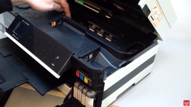 Brother Drucker druckt nicht schwarz - Kopf reinigen ohne Ausbau - Luft im Schlauch - Tintenleitungen führen von den Patronen zum Kopf