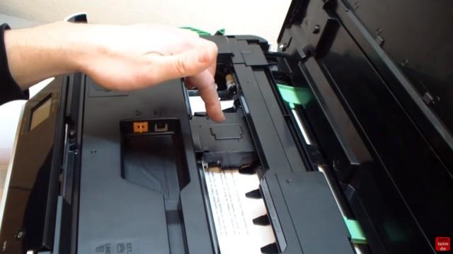 Brother Drucker druckt nicht schwarz - Kopf reinigen ohne Ausbau - Luft im Schlauch - Druckkopf kann auch von unten verschmutzt sein
