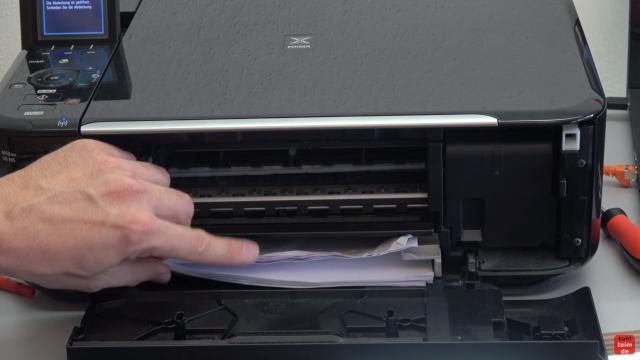 Canon Pixma Drucker Papierstau Problem beheben - Papierausgabeschacht - der ganze Papierstapel wurde auf einmal eingezogen