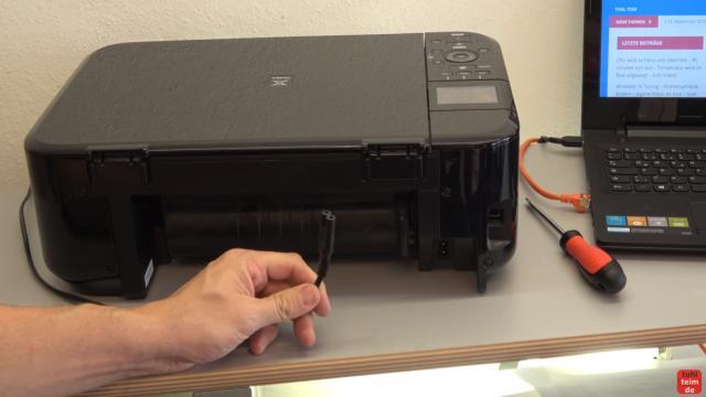 Canon Pixma Drucker Papierstau Problem beheben - Papierausgabeschacht - Netzstecker aus dem Drucker ziehen