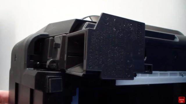 Canon Pixma Drucker funktioniert nicht / ohne Funktion - defekt? Netzteil ausbauen und testen - das Netzteil ist herausgezogen - die Kabel müssen noch gelöst werden