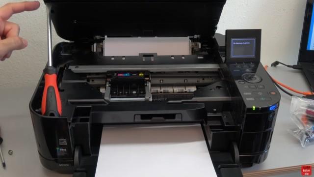 Canon Pixma Druckkopfprobleme beseitigen - Fehler beheben FIX - U052 Druckkopftyp ist nicht korrekt - Drucker öffnen und Patronen entnehmen