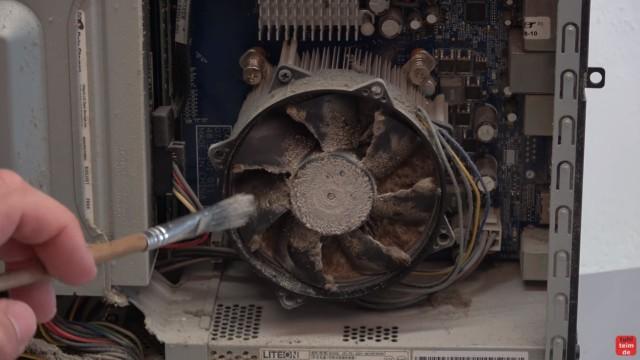 Einfach PC mal wieder sauber machen - Druckluft hilft hier nicht mehr - der CPU-Lüfter ist komplett zugestaubt