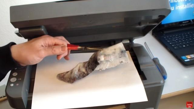 Epson Tintenstrahldrucker - Druckkopf reinigen ohne Ausbau - Ausdruck ist streifig - Tuch aus dem Drucker nehmen
