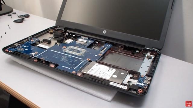 HP Notebook 250 G3 öffnen aufschrauben Lüfter HDD RAM wechseln FIX - das offene Notebook mit Festplatte (HDD oder SSD)
