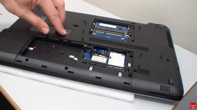 HP Notebook 350 G1 öffnen - Tastatur, Lüfter und Mainboard ausbauen - alle Schrauben aus dem Notebookboden entfernen