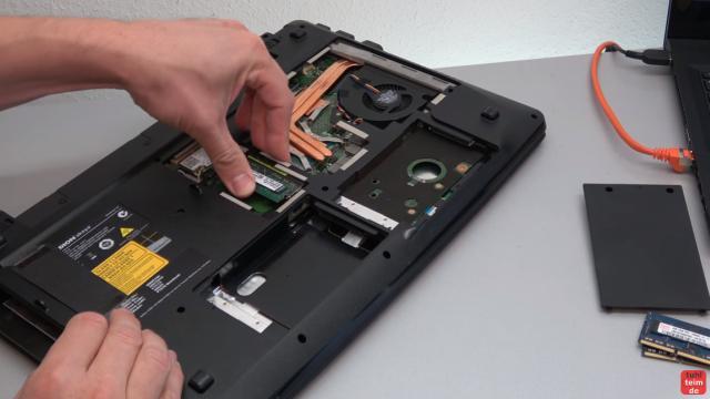 Medion Akoya Notebook startet nicht mehr - nur Medion Logo wird angezeigt - ein anderes RAM-Modul testen