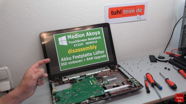 Medion Akoya Touchscreen Notebook auseinanderbauen - Mainboard ausbauen