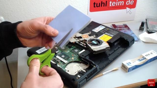 Notebook Wärmeleitpaste und Wärmeleitpad wechseln - Pads zuschneiden