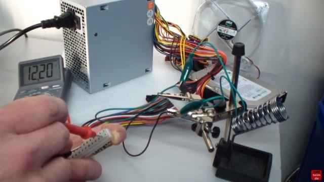 PC ATX Netzteil testen mit Multimeter oder Netzteiltester - Test von 3,3V + 5V + 12V - mit Multimeter die +12V messen - Pin #10 und Pin #11 bei 24-Pin-Stecker
