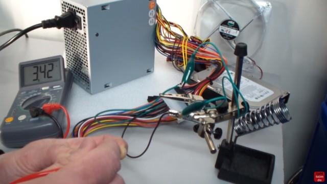 PC ATX Netzteil testen mit Multimeter oder Netzteiltester - Test von 3,3V + 5V + 12V - mit Multimeter die +3,3V messen - Pin #1 und Pin #2 bei 24-Pin-Stecker