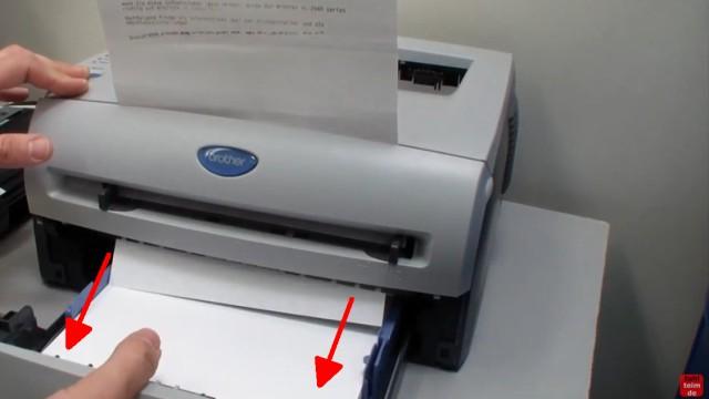 Brother HL Laserdrucker Papierstau - richtig entfernen ohne Drucker zu beschädigen - jetzt Papierkassette entfernen