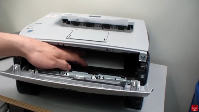 Brother HL Laserdrucker Papierstau - richtig entfernen ohne Drucker zu beschädigen - ein Blatt hängt noch innen fest