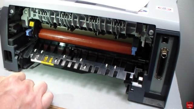 Brother HL Laserdrucker Papierstau - richtig entfernen ohne Drucker zu beschädigen - die Walze (hier rot) wird sehr heiß