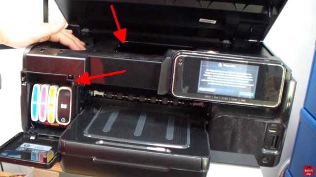 HP OfficeJet Pro 8000/8500a Plus Druckprobleme - Druckkopf und Patronen - Tintenpatronen (links) und Druckkopf (Pfeil oben)