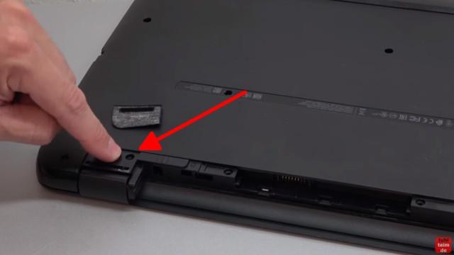 HP Pavilion Notebook PC nicht zu öffnen - Öffnen auf eigene Gefahr - 17-x035ng - es sind noch zwei weitere Schrauben unter den Gummifüssen versteckt