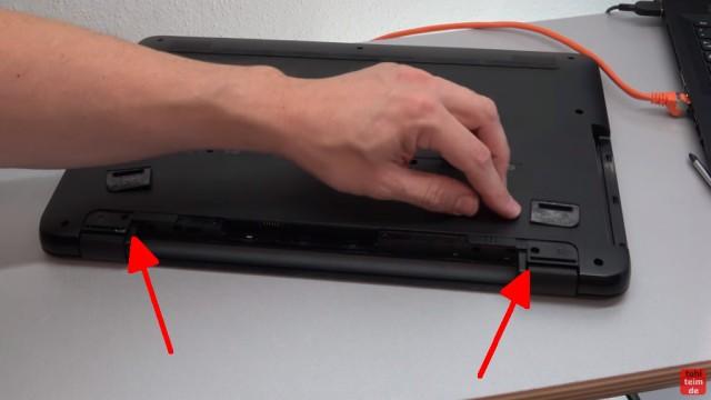 HP Pavilion Notebook PC nicht zu öffnen - Öffnen auf eigene Gefahr - 17-x035ng - links und rechts die aufgeklebten Gummipuffer entfernen