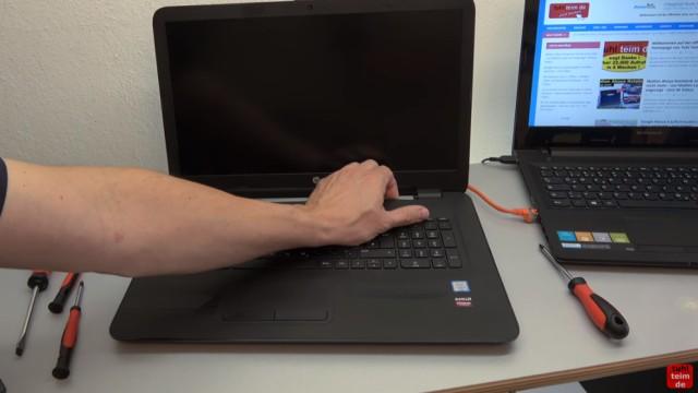 HP Pavilion Notebook PC nicht zu öffnen - Öffnen auf eigene Gefahr - 17-x035ng - trotzdem lässt sich das Gehäuse auch mit viel Kraft nur etwas lösen