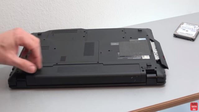 Medion Akoya Notebook SSD HDD tauschen - RAM CMOS DVD Lüfter reinigen - vorher Akku ausbauen