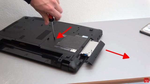 Medion Akoya Notebook SSD HDD tauschen - RAM CMOS DVD Lüfter reinigen - DVD - Schraube entfernen und Laufwerk herausziehen