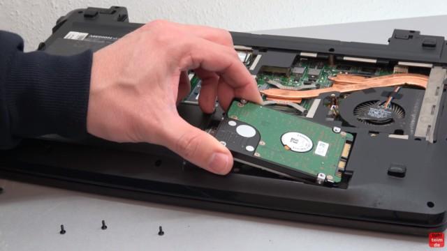 Medion Akoya Notebook SSD HDD tauschen - RAM CMOS DVD Lüfter reinigen - zweiter Schacht für eine Festplatte oder SSD
