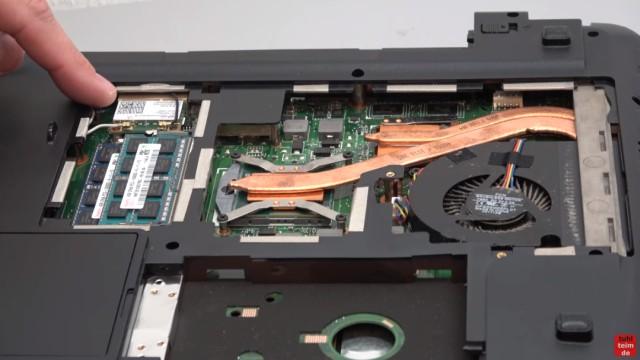 Medion Akoya Notebook SSD HDD tauschen - RAM CMOS DVD Lüfter reinigen - zwei SoDimm-Steckplätze für DDR3-Module
