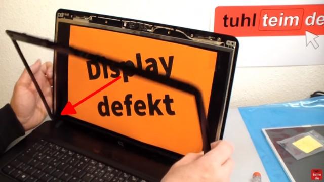 Notebook Display Reparatur - defektes Display ausbauen und tauschen - der Rahmen wird nach vorne abgenommen