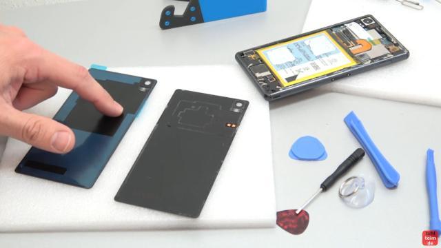 Sony Xperia Z3 Backcover + Akku + NFC Antenne austauschen - Reparatur - neue Rückseite (links) ohne NFC-Antenne