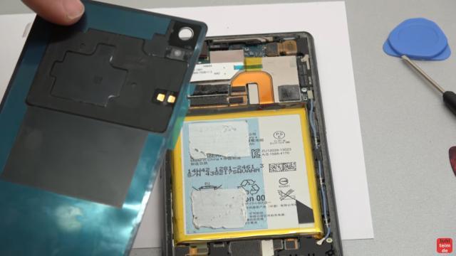 Sony Xperia Z3 Backcover + Akku + NFC Antenne austauschen - Reparatur - NFC-Antenne ist auf dem neuen Backcover aufgeklebt