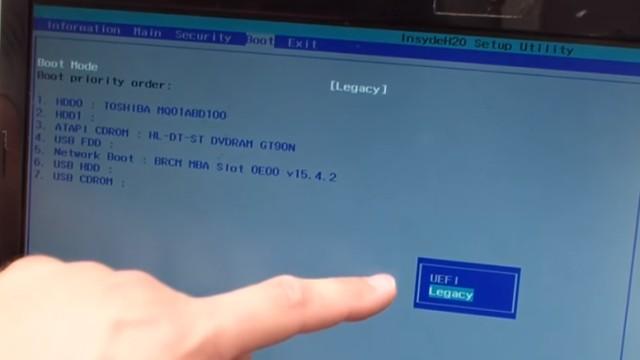 """Windows 10 / 8.1 bootet nicht mehr - """"No bootable device"""" wird angezeigt - bei diesem Notebook wurde Legacy statt UEFI eingestellt"""