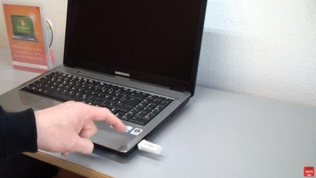 Windows 7 neu installieren von CD oder USB-Stick - Updates und Aktivieren - Clean Install - USB-Stick einstecken