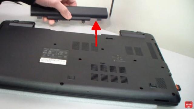 Acer Extensa 2509 Notebook RAM Erweitern Upgrade - vor dem Aufrüsten Akku entnehmen