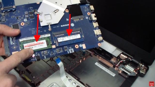 Acer Extensa 2509 Notebook RAM Erweitern Upgrade - auf der Unterseite des Mainboard sind zwei SoDimm-Modul-Steckplätze