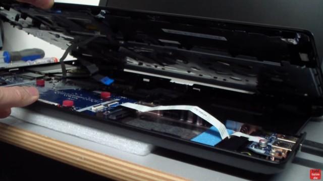 Acer Extensa 2509 Notebook RAM Erweitern Upgrade - Mainboard wieder einbauen und Kabel anschließen