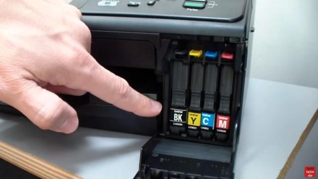 Brother MFC Druckkopf reinigen ohne Ausbau - Ausdruck ist streifig - Brother Drucker haben meistens vier Tintenpatronen