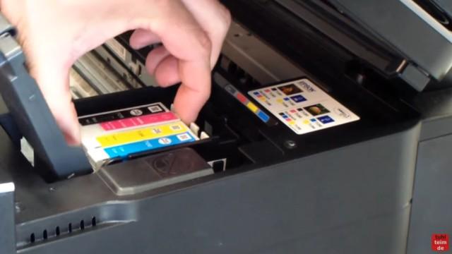 Epson Drucker erkennt Patronen nicht - meldet falsche Tintenpatronen - kompatible Patronen - betroffene Patrone(n) entnehmen