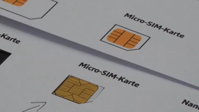 Handy SIM-Karte zu Micro / Nano zuschneiden und Mini-SIM-Adapter selber bauen - Mini-SIM unter die Micro-SIM-Schablone