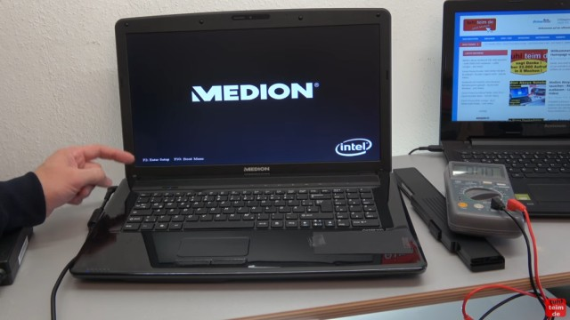 Medion Notebook schaltet sich selbst ein oder gar nicht ein - Netzteil testen - nach dem Einstecken des Netzteil startet das Laptop sofort