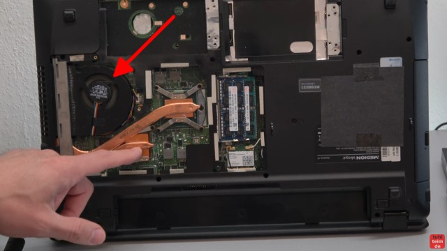 Medion Notebook schaltet sich selbst ein oder gar nicht ein - Netzteil testen - der Lüfter läuft auch ohne dass sich das Notebook starten lässt