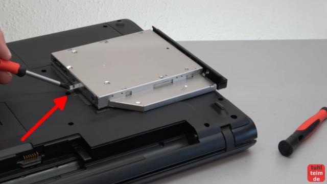 Notebook DVD Laufwerk oder BluRay ausbauen und wechseln - die meisten Laufwerke sind mit nur einer Schraube befestigt