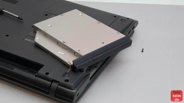Notebook DVD Laufwerk oder BluRay ausbauen und wechseln - das ausgebaute Laufwerk