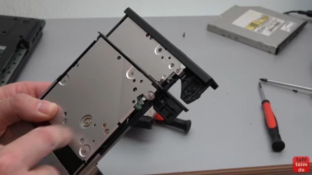 Notebook DVD Laufwerk oder BluRay ausbauen und wechseln - die Plastikblenden sind oft nicht kompatibel