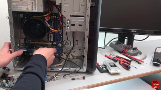 PC defekt - geht nicht an - Bildschirm bleibt schwarz - Reparaturanleitung - andere Grafikkarte zum Testen einbauen