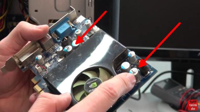PC defekt - geht nicht an - Bildschirm bleibt schwarz - Reparaturanleitung - diese Grafikkarte ist defekt und hat aufgeplatzte Kondensatoren
