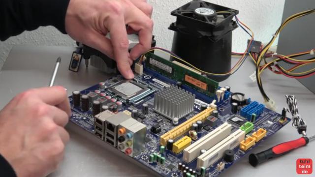 PC defekt - geht nicht an - Bildschirm bleibt schwarz - Reparaturanleitung - CPU (Prozessor) ausbauen und prüfen